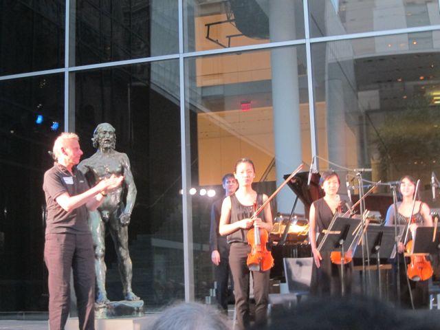Henrik applauding the Ensemble